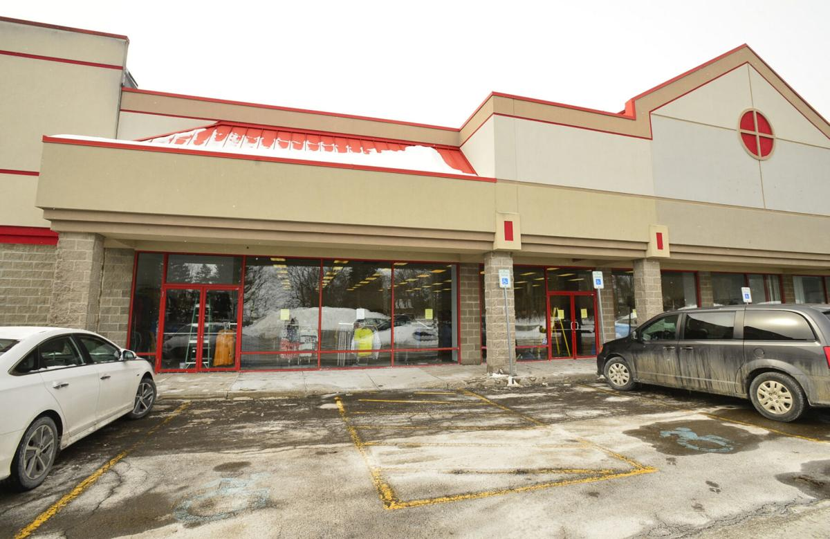 Label Shopper opening in Batavia