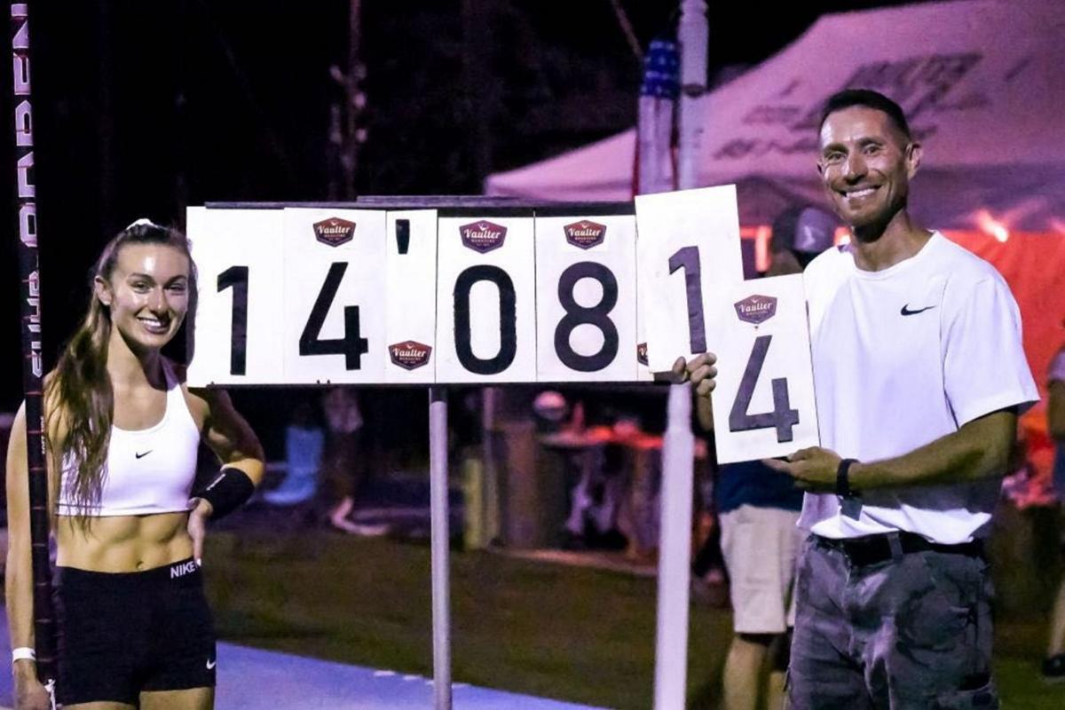 Pasqualetti breaks American U20 PV record