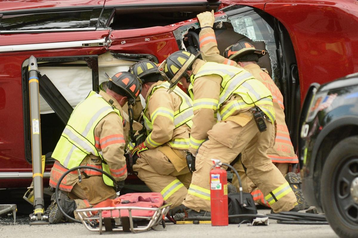 No serious injuries in 3-vehicle accident