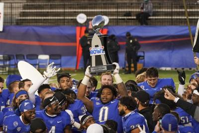 Buffalo's late score secures bowl win over Marshall