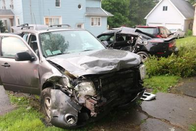 Minor injuries in three-vehicle accident in Elba