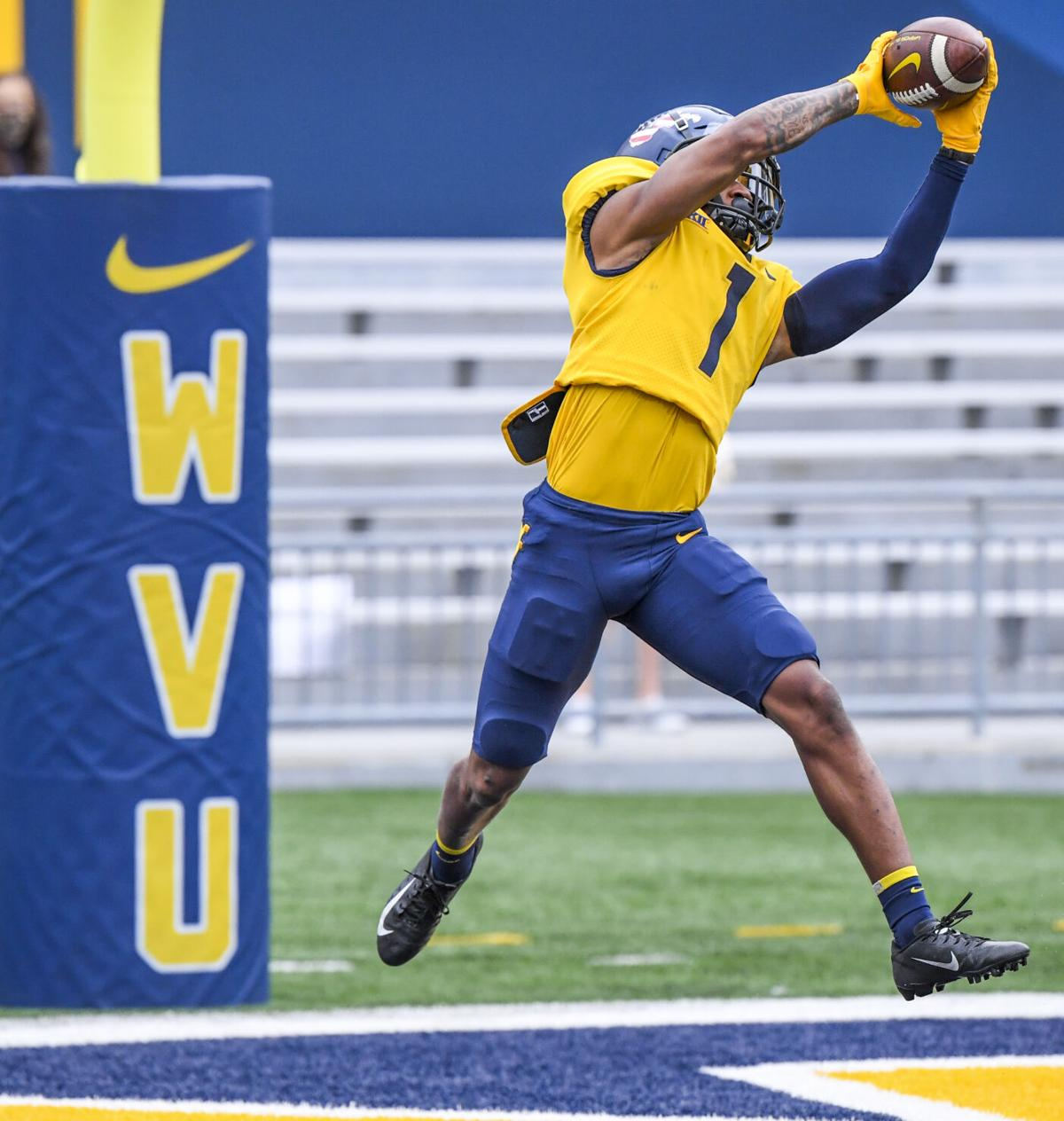 West Virginia wide receiver Winston Wright Jr. makes a catch in the Gold-Blue spring game on April 24, 2021.