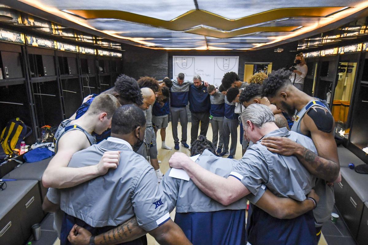 The West Virginia men's basketball team huddles prior to its game against the Kansas Jayhawks in Morgantown, W.Va., on Feb. 6, 2021.