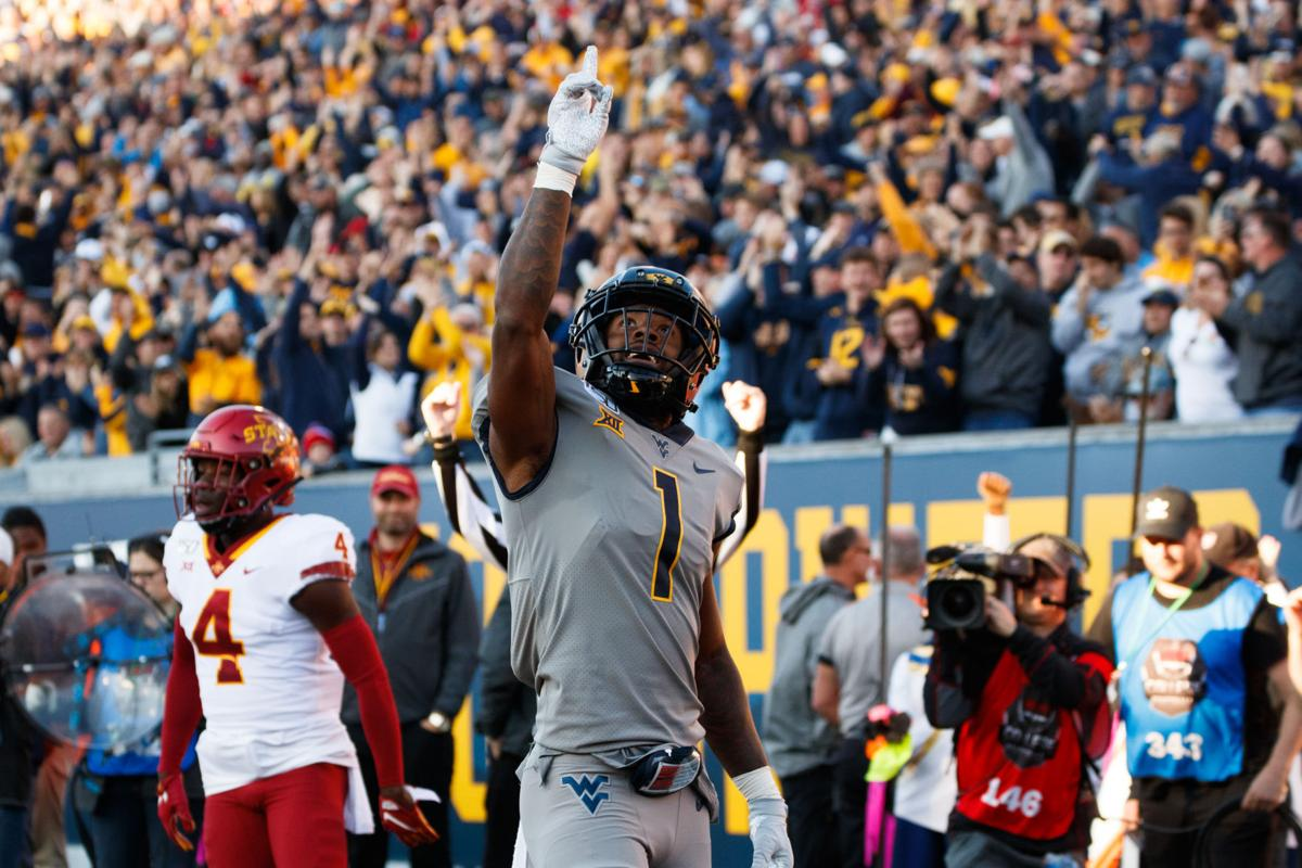 West Virginia's T.J. Simmons celebrates a touchdown in the closing seconds of the first half.