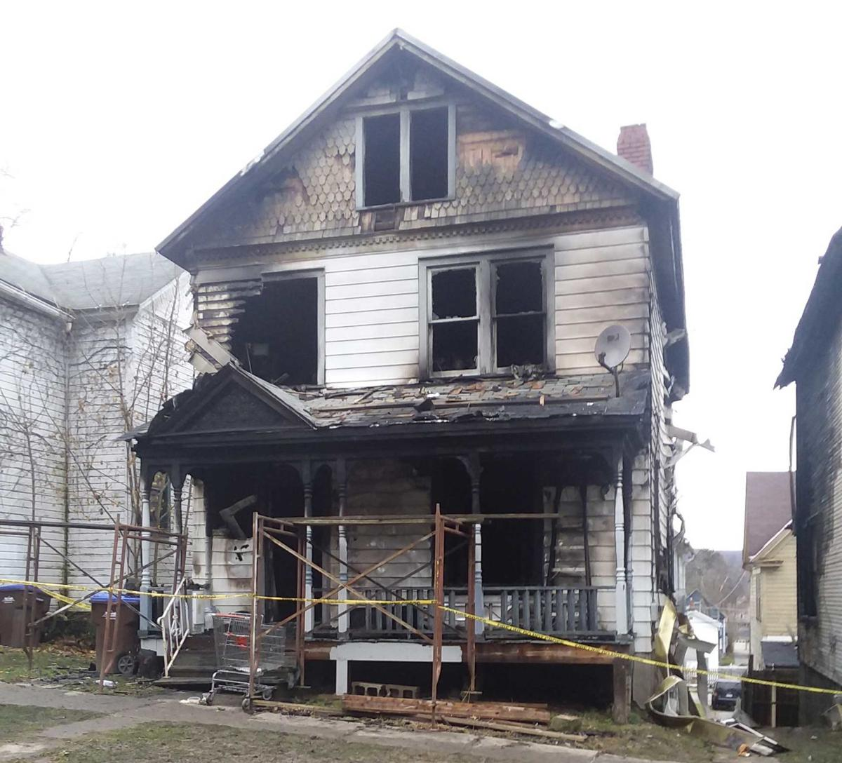 Fire damages 2 Franklin homes