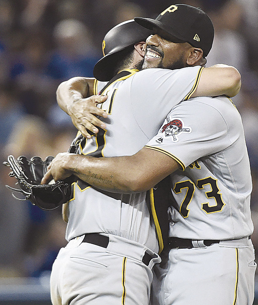 McCutchen leaves with sore left knee, Pirates beat Jays 4-2