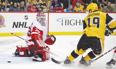 Penguins clip Red Wings