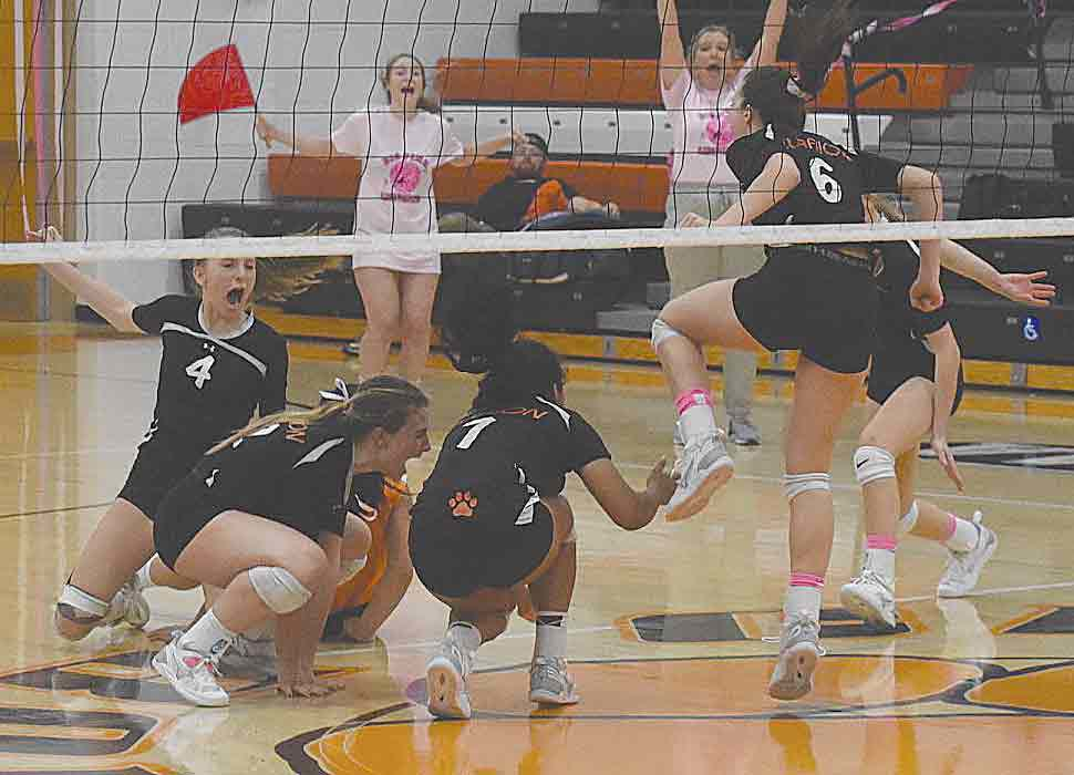 Clarion spikers win showdown with D-10 power Maplewood