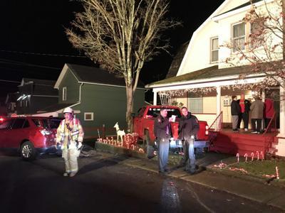 Car crashes into yard in Grove