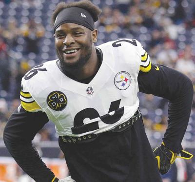 Steelers' Bell refuses to sign tag, out for rest of year