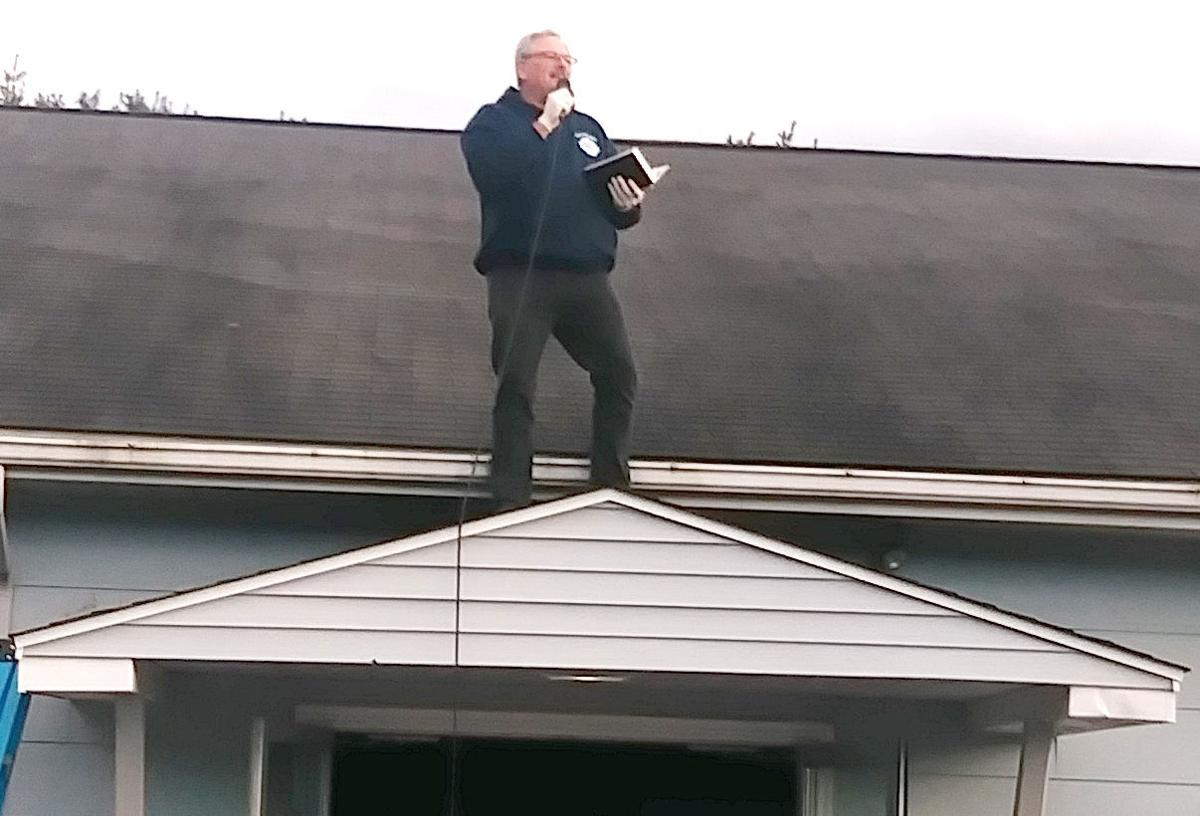 Franklin pastor takes to roof to conduct unusual service