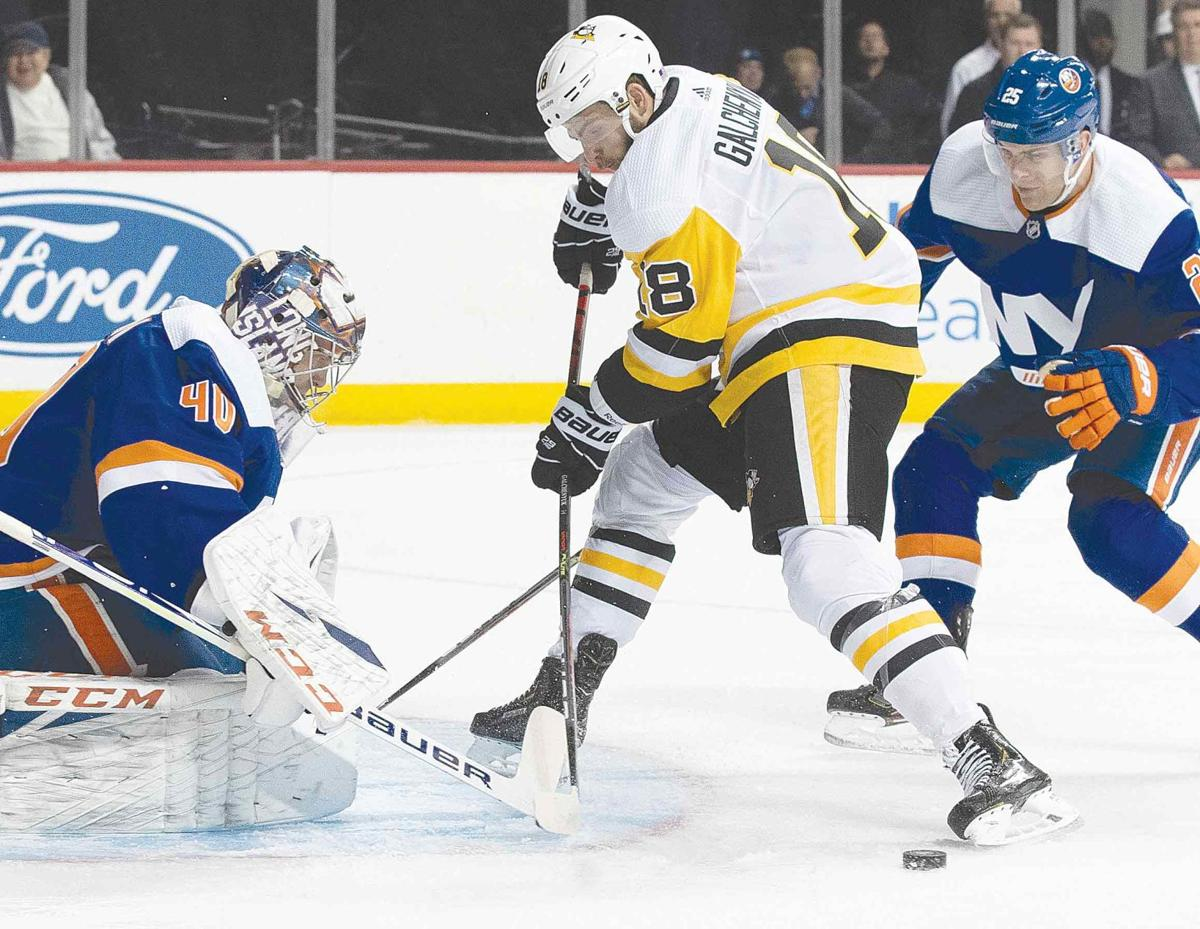 Pittsburgh snaps Islanders' 10-game streak with 4-3 win