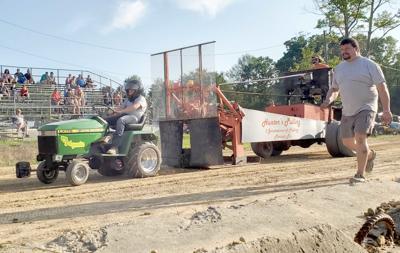 Garden tractor pull memorializes Seely