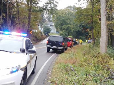 3 hurt in Bredinsburg crash