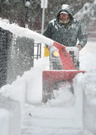 Schools, offices close as storm clobbers Northeast