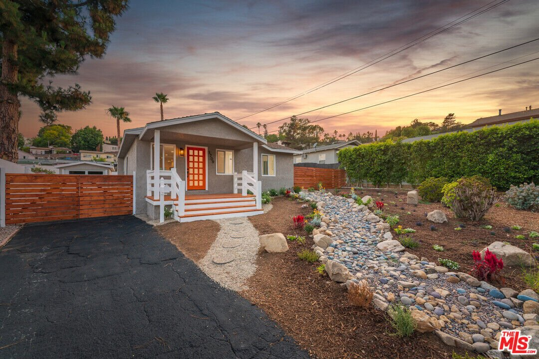 Completely Renovated Eagle Rock Abode image 1