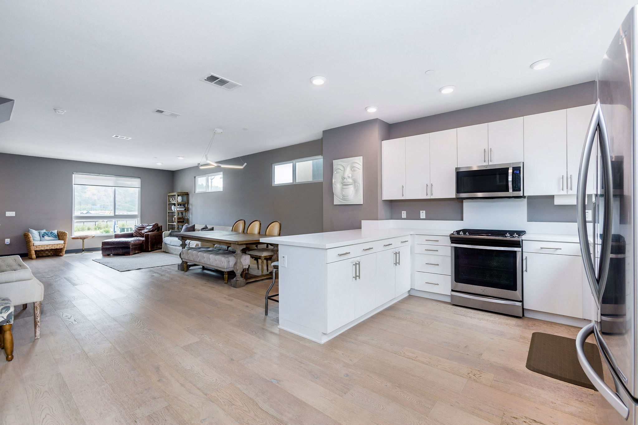 $799,000 4-Bedroom Newer Home | Hot Neighborhood of Cypress Park image 6
