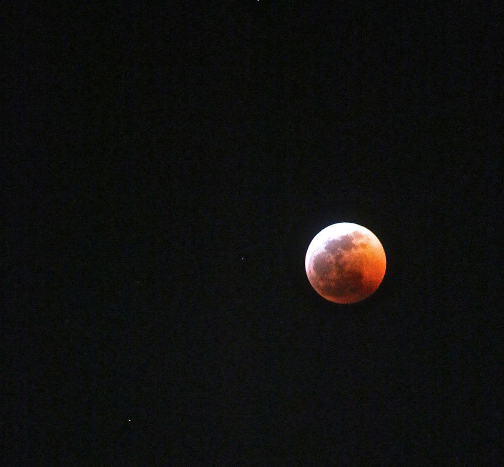 """A Silver Lake view of the Super Blood Wolf Moon — """"Pretty Amazing"""""""