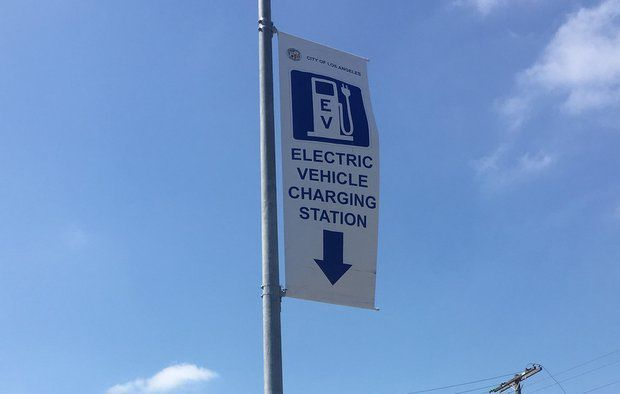 Pole Power: Echo Park electric car owners can now plug into city-owned electric charging station