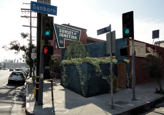 Will blue paint and vines win over Silver Lake wall critics?
