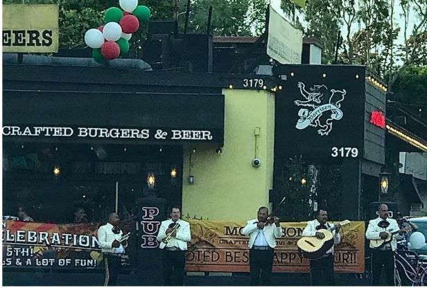 Burgers, beer & mariachis