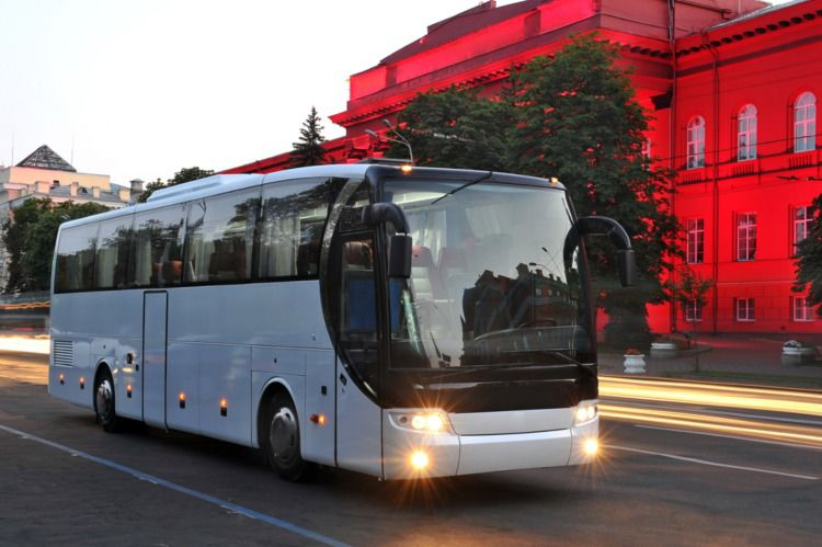 Why a Motorcoach is Better for Group Travel in Los Angeles than Public Transportation