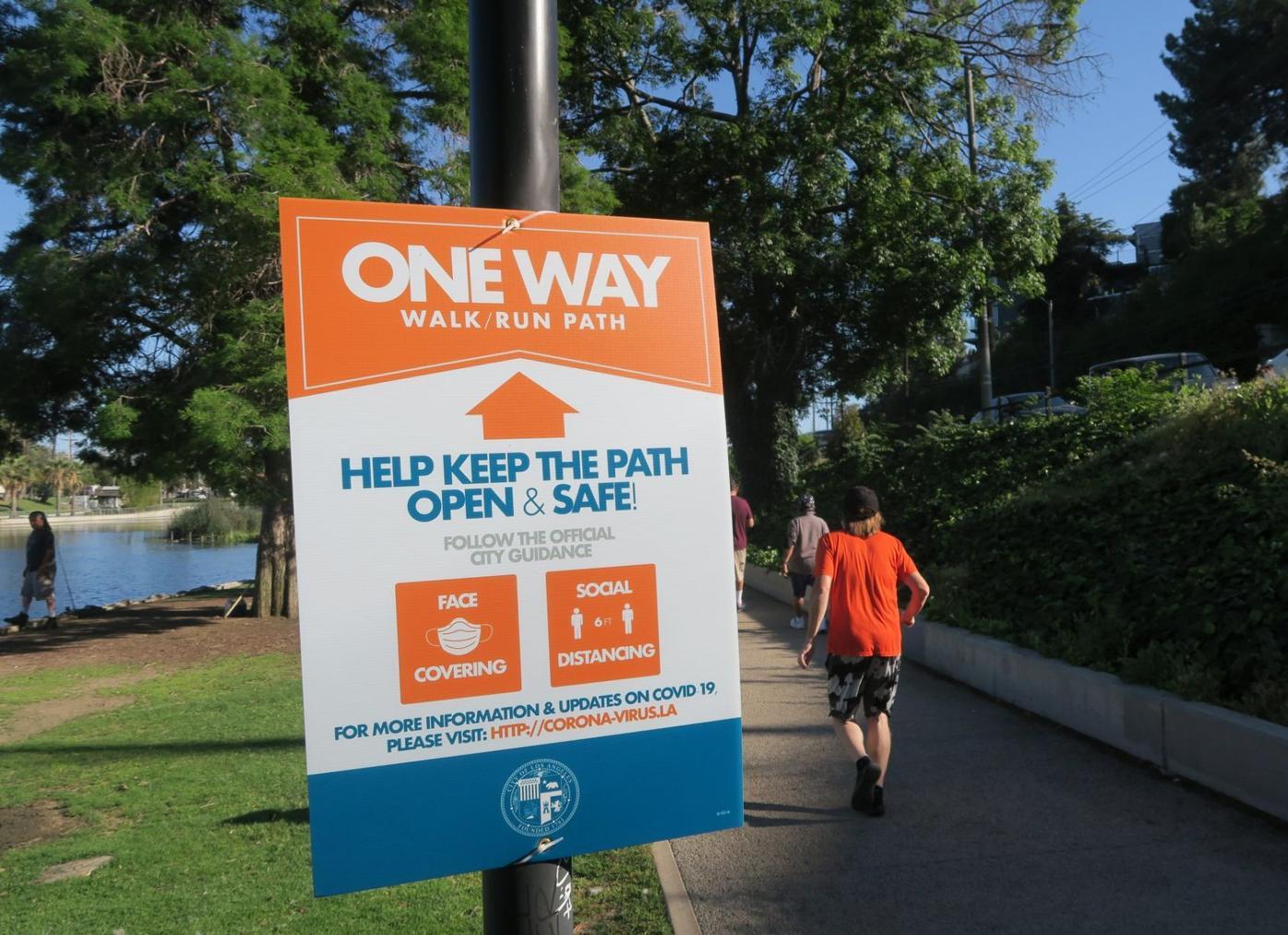 ONe way signs at echo park lake 4-25-2020 5-51-15 PM.JPG