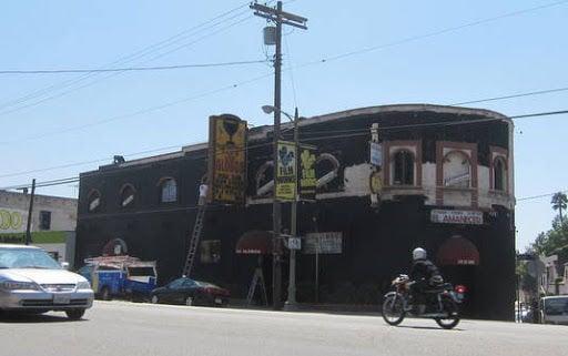 Club Los Globos fades to black*
