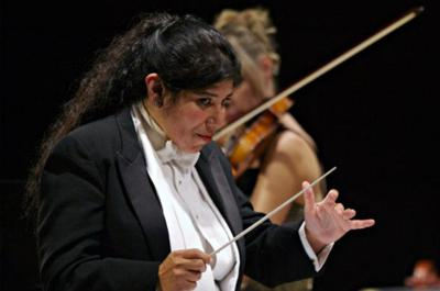 Northeast L.A. conductor connects community and classical music