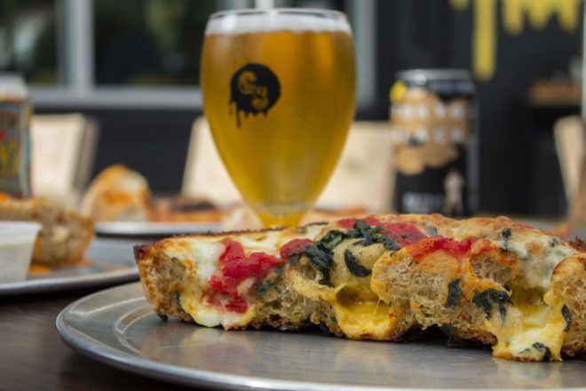 Pizza & Beer: Silver Lake's California Sun keeps it simple and convenient