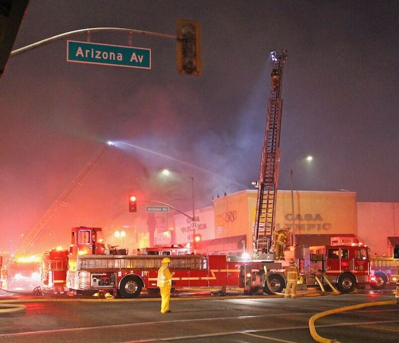East L A Fire Engulfs Whittier Boulevard Storefronts East Los Angeles Theeastsiderla Com