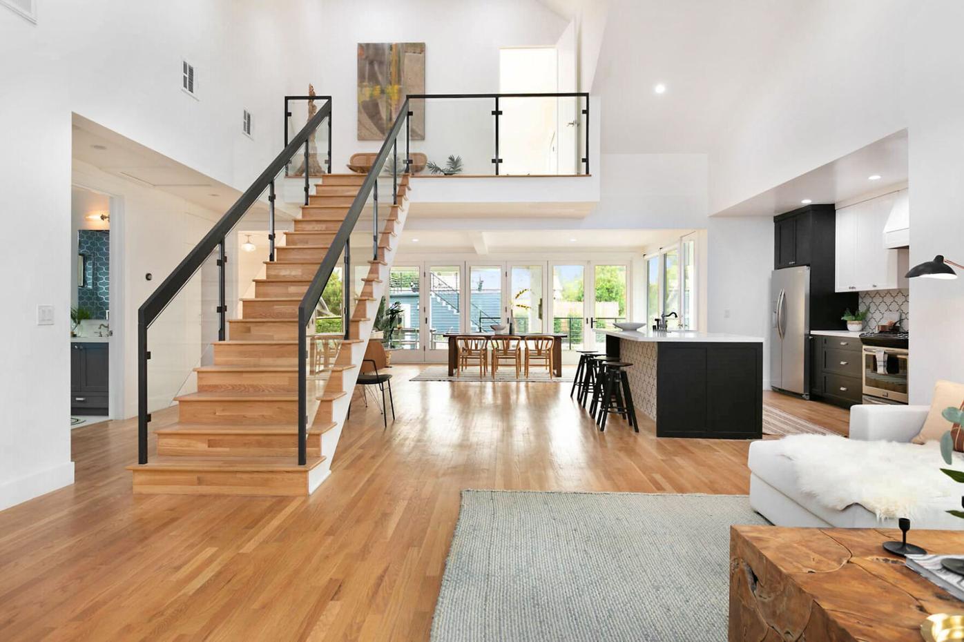 Elegant modern eagle rock living room