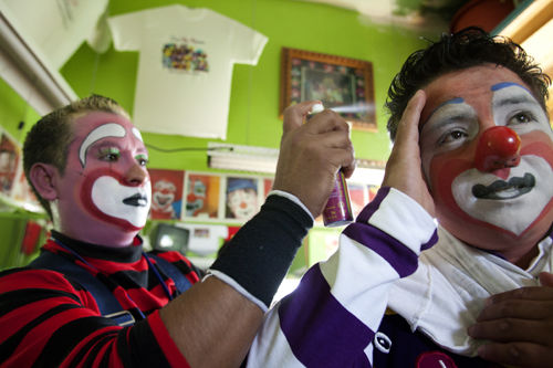 ¡Que payasos! Boyle Heights club is for those who are serious about being a Latino clown