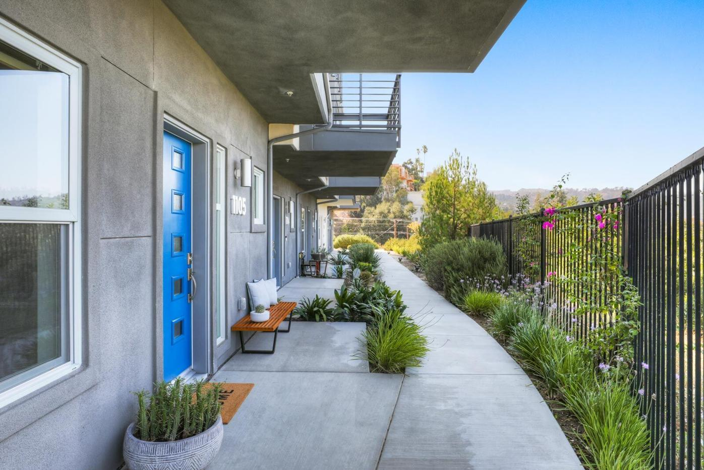 Photo: All Signs Point to Silver Lake Luxury Living