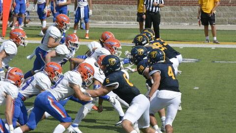 Grizzlies Football Falls to UW-Platteville at Home