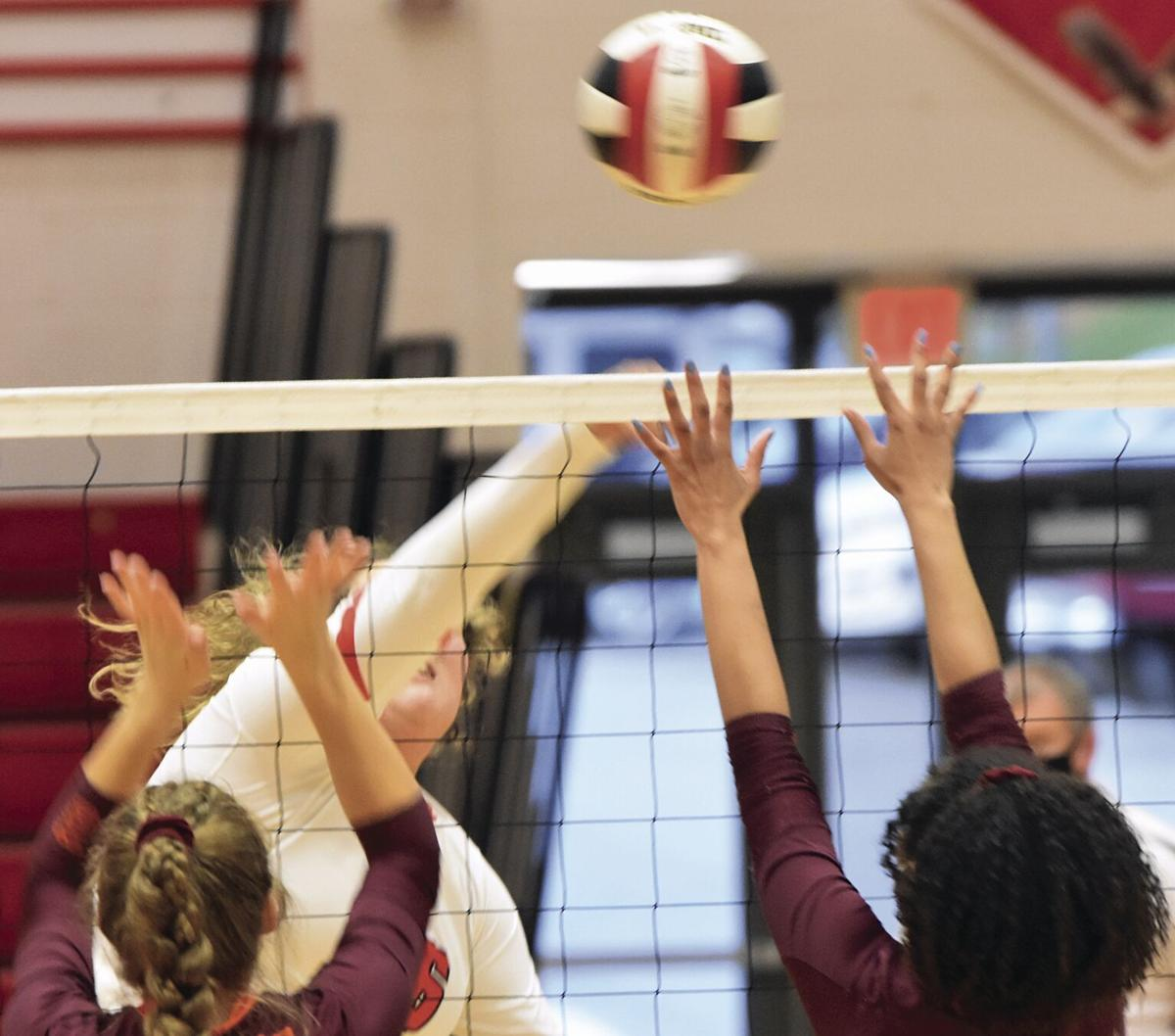 Eagles complete regular-season with win at home