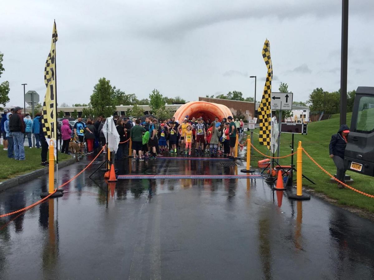 Photo More Than 300 Run For Colon Cancer Awareness Local News Thelcn Com