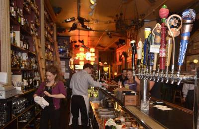 N.Y. extending bar, restaurant curfew to midnight