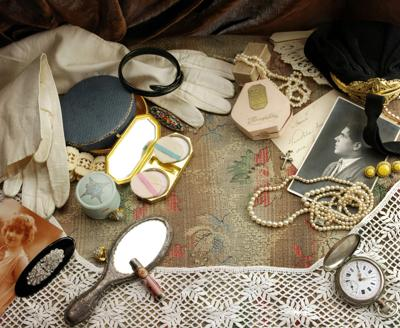Collection of small antique items