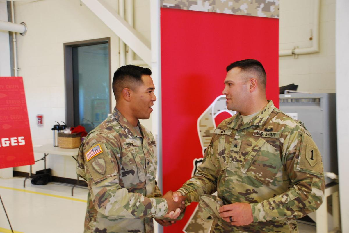 Sgt Ike Horn Left Shakes Hands With Dallas May Right On Saturday At Fort Riley Announced The Chiefs Fourth Round Pick Live NFL