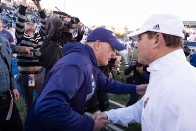 Chris Klieman and Les Miles shake hands