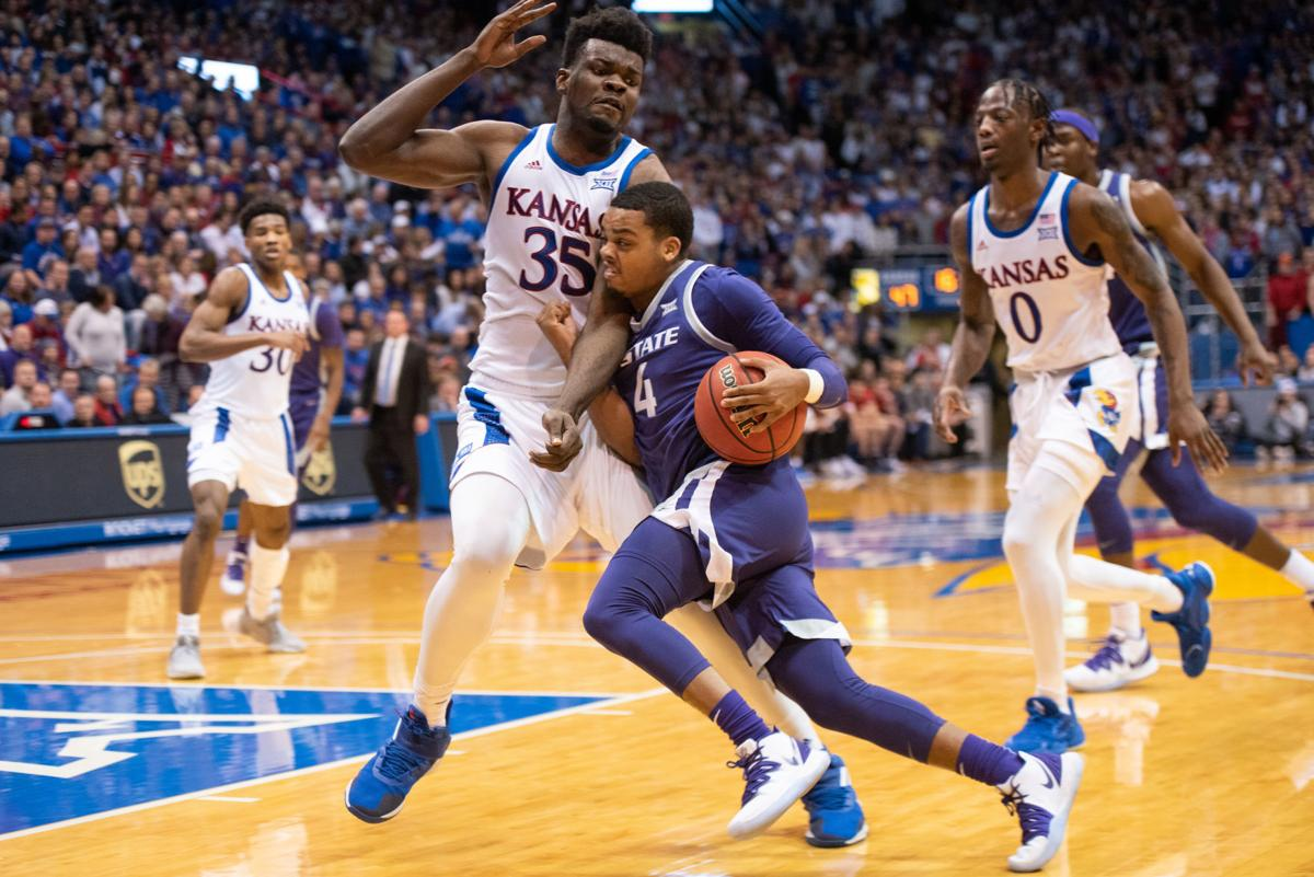 David Sloan (4) drives the ball while being guarded by Udoka Azubuike (35) at the beginning of the second quarter.