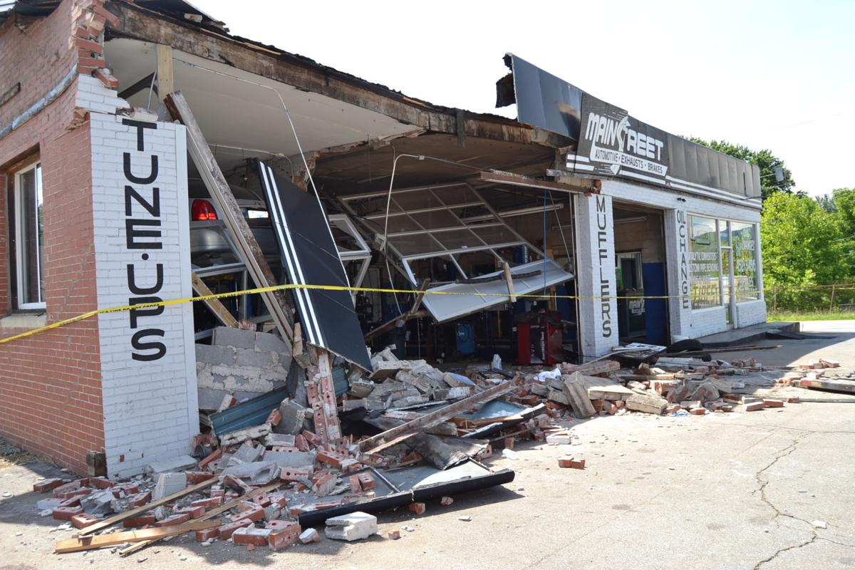 Main Street Auto >> Car Slams Into Building Causes Significant Damage News