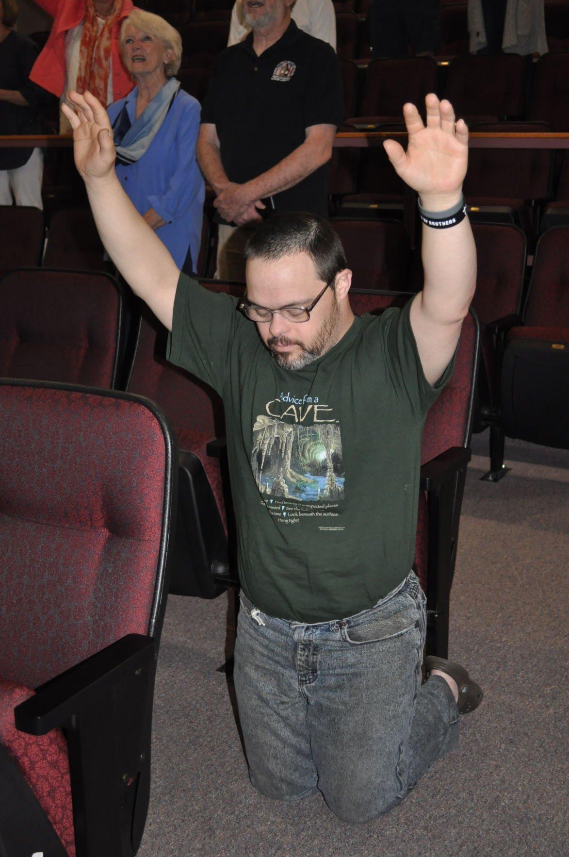 Travis Roberts prays.JPG