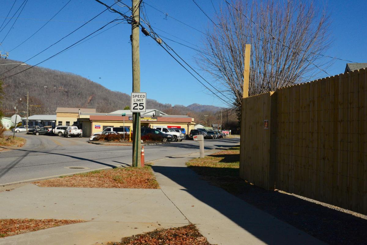 triangle auto fence.JPG
