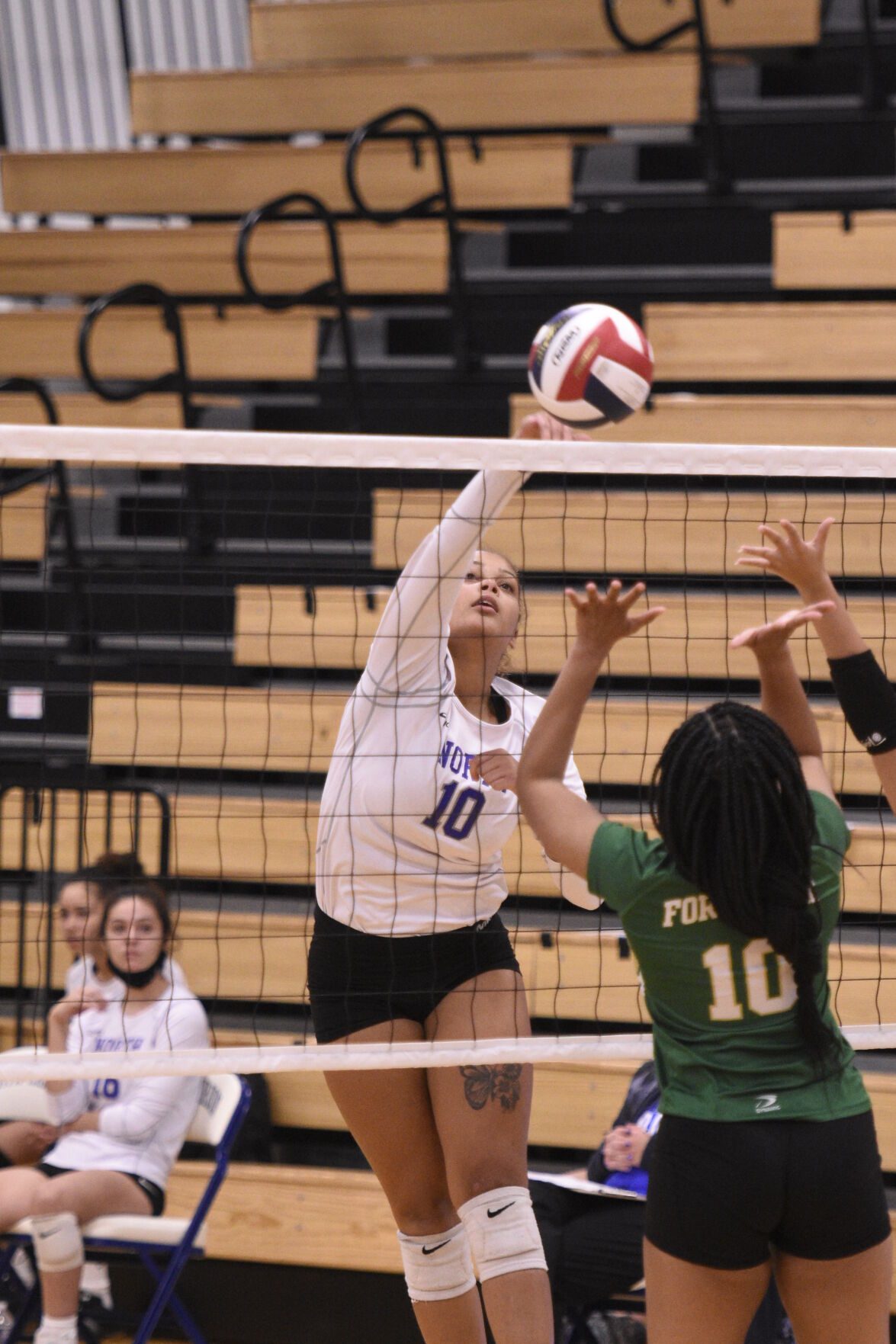 PREP VOLLEYBALL: North sweeps Knox to open district tournament
