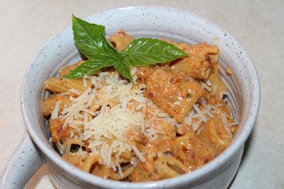 Create sun-dried tomato pasta
