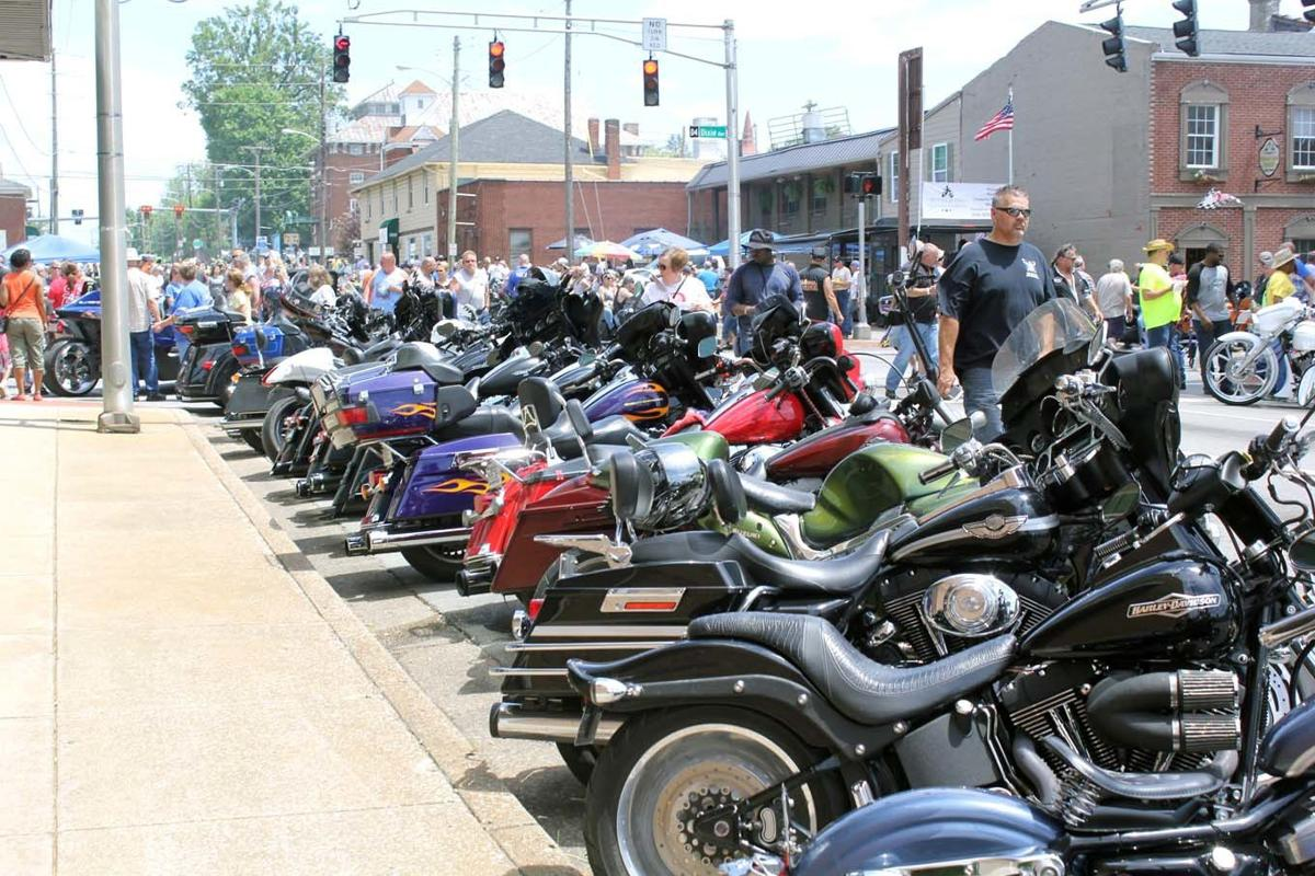 Thousands converge downtown to enjoy festival sights, staples