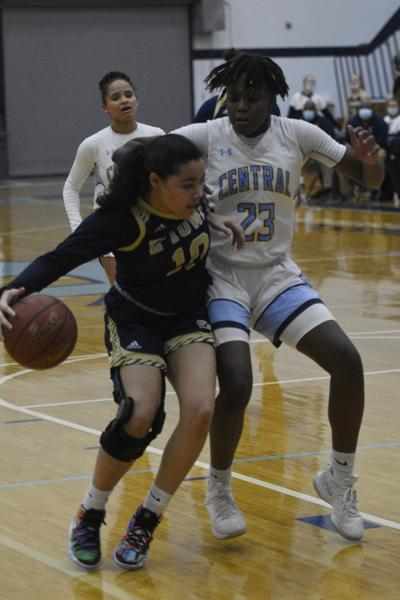 GIRLS' PREP BASKETBALL: E'town holds on against Central in Friday district battle