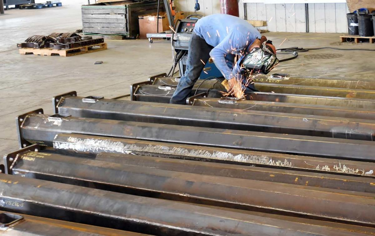 Structures USA keeps poles on highways